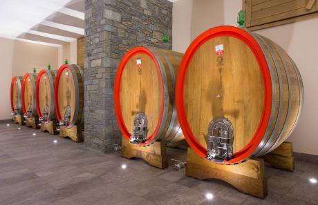 Le nuove botti della casa vinicola Menegola